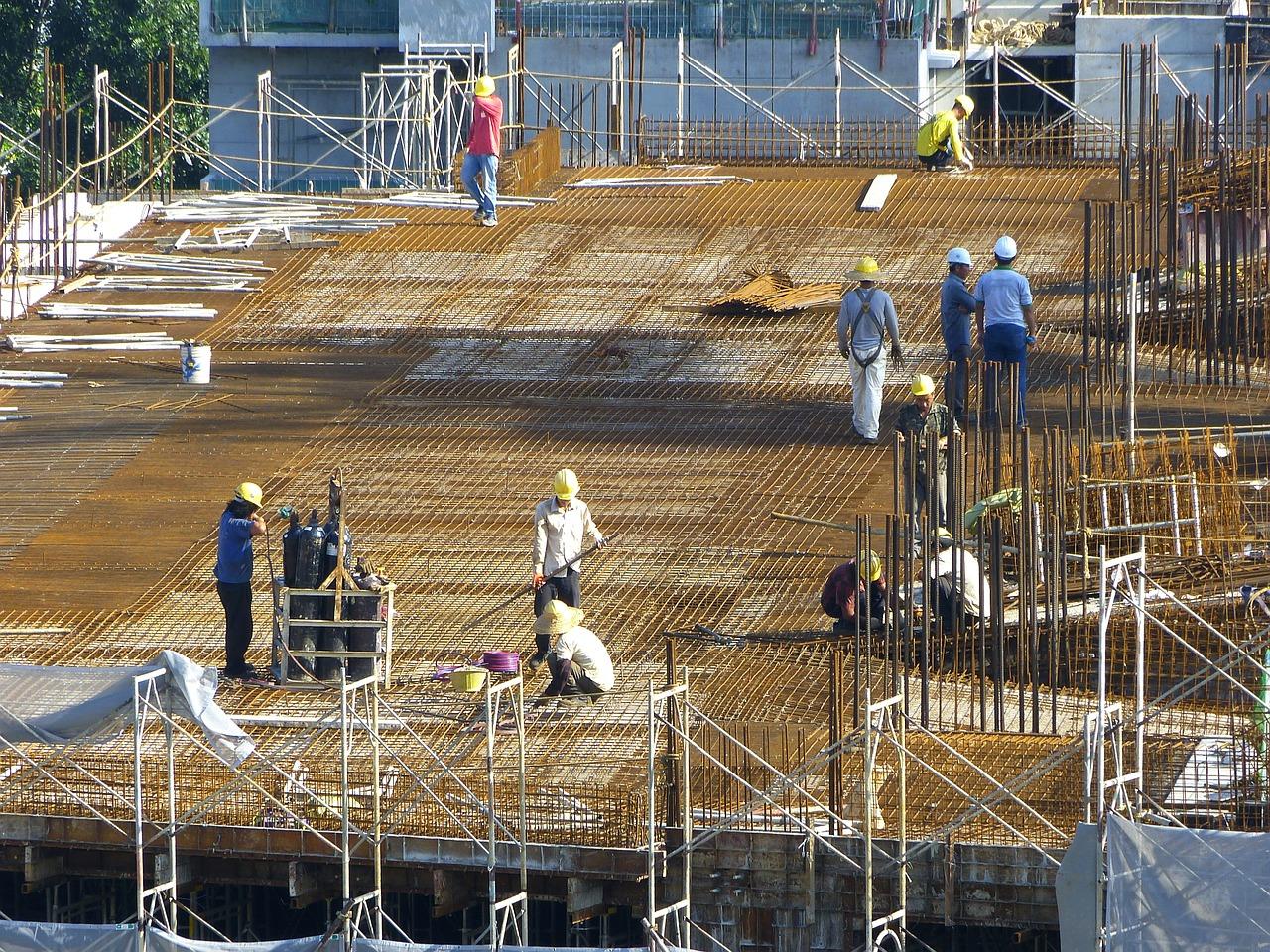 Professionnels en bâtiments : louer moins chers des bennes